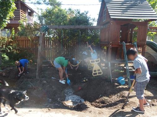裏庭で泥遊び&遊具遊び